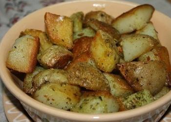 Krāsnī cepti kartupeļi ķiploku mērcē