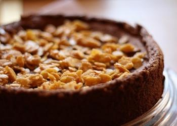 """Mandeļu – šokolādes kūka ar """"Cointreau"""" liķieri"""