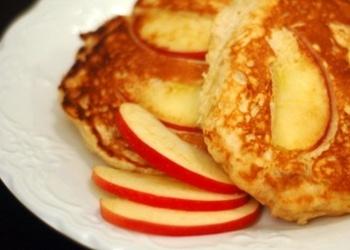 Pankūkas ar ābolu šķēlītēm