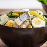 Siļķu salāti ar kartupeļiem un gurķiem