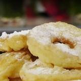 Ābolu šķēlītes mīklā īru gaumē - VIDEO RECEPTE
