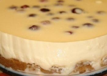 Neceptā skābā krējuma – kondensētā piena kūka