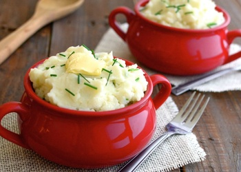 Kartupeļu biezputra ar zaļumiem