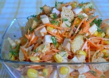 Kūpinātas vistas un dārzeņu salāti