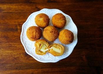 Kartupeļu bumbiņas ar Mozarellas sieru