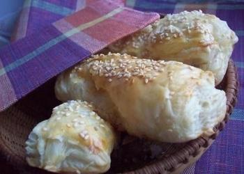 Kārtainās mīklas bulciņas ar sieru un gaļu