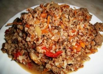 Sautēti griķi ar malto gaļu un dārzeņiem