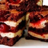 Šokolādes – ķiršu torte ar biezpiena krēmu
