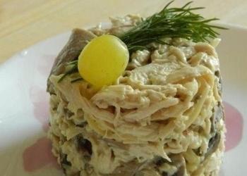 Šampinjonu salāti ar vistas gaļu un sieru