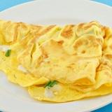 Omlete ar sieru un saldo krējumu