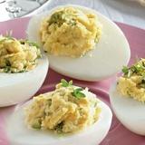Pildītas olas ar krējumu un mārrutkiem