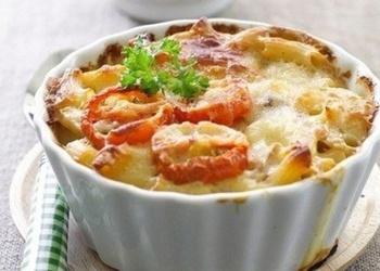 Makaronu sacepums ar tomātiem un sieru