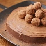 Šokolādes-aveņu pankūku torte