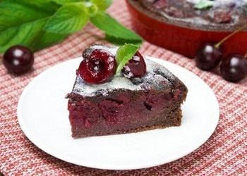 Ķiršu – šokolādes pīrāgs