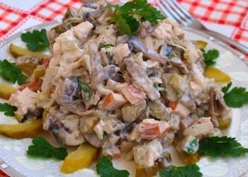Liellopu gaļas salāti ar sēnēm