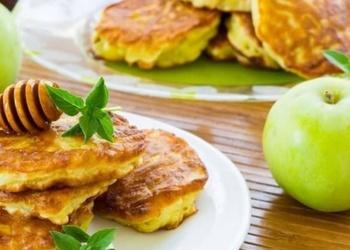 Bērnības kārums – ābolu pankūkas