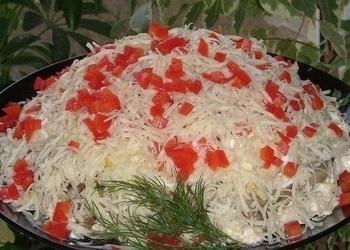 Vistas filejas salāti ar marinētiem šampinjoniem, olām, sieru