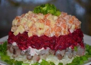 Siļķu salāti ar dārzeņiem un sieru