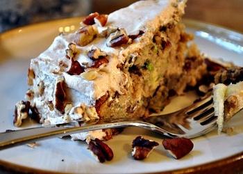 Cukīni-pekanriekstu torte