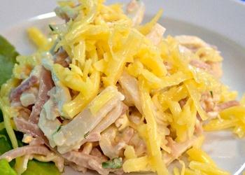 Kalmāru salāti ar sieru un vārītu vistas gaļu