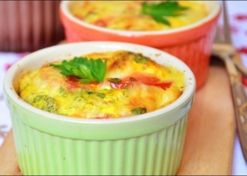 Omlete ar brokoļiem trauciņos