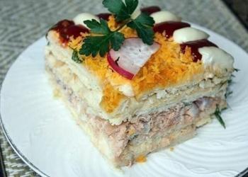 Zivju salātu torte ar krekeriem