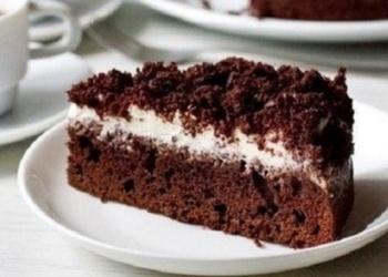 Šokolādes kūka ar skābā krējuma krēmu