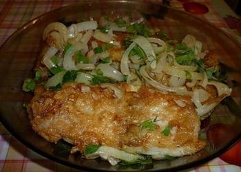 Ceptas zivis ar sīpoliem