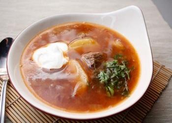 Liellopu gaļas zupa ar ķimenēm