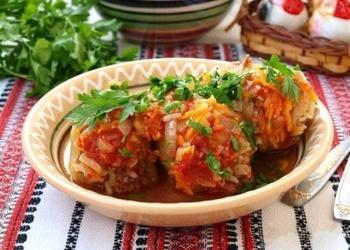 Pildītas paprikas ar malto gaļu, rīsiem un dārzeņiem
