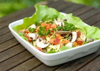 Sēņu salāti ar dārzeņiem