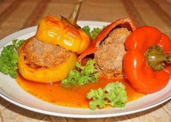 Ar gaļu pildītas paprikas