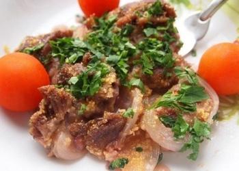 Krāsnī cepta liellopu gaļa mērcē