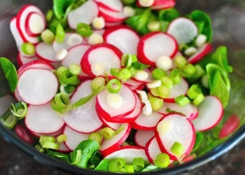 Redīsu un olu salāti