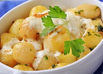 Jaunie kartupeļi krējumā