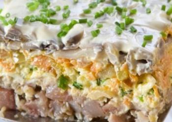 Siļķu salāti ar valriekstiem, dārzeņiem un šampinjoniem