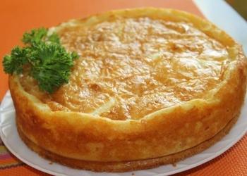 Kartupeļu pīrāgs ar malto gaļu, tomātiem un vārītām olām