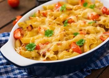 Makaronu sacepums ar olām, sieru un malto gaļu