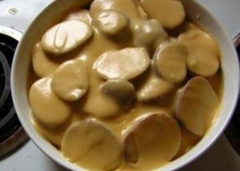 Kartupeļi ar siera mērci