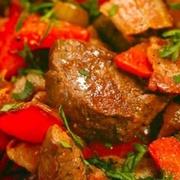 Мясо тушеное с шампиньонами