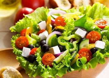 Kā pasniegt un rotāt salātus