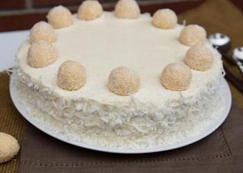 """Torte """"Rafaello"""" ar kondensēto pienu un kokosriekstu skaidiņām"""