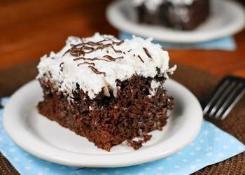 Saldētā mokas kūka ar putukrējumu