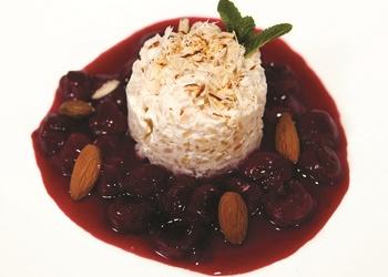 Rīsu pudiņš ar ķiršu mērci