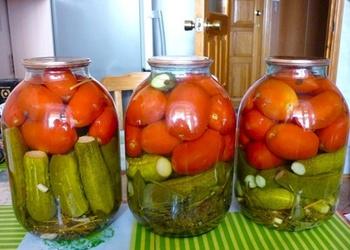 Pasterizēti gurķi ar tomātiem