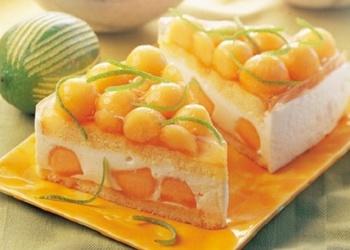 Melones torte ar skābā krējuma krēmu