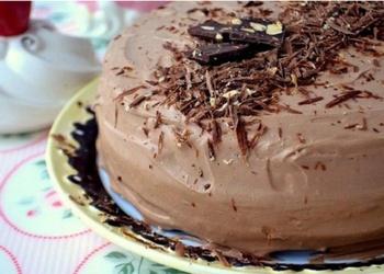 Biskvīta torte ar dzērvenēm un olu krēmu