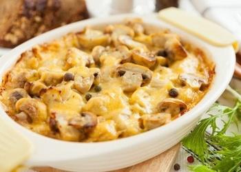 Sēņu un kartupeļu sacepums ar sieru