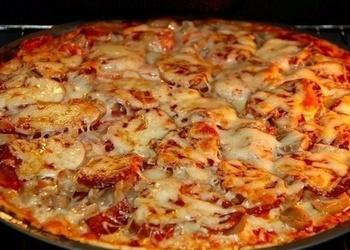 Dārzeņu pica ar sieru un garšvielām