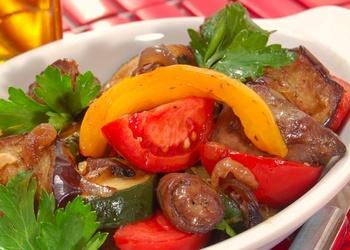 Grilēti cukini, tomāti ar baklažāniem